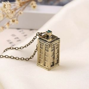 3D Doctor Who Tardis Necklace w/Green Crystal